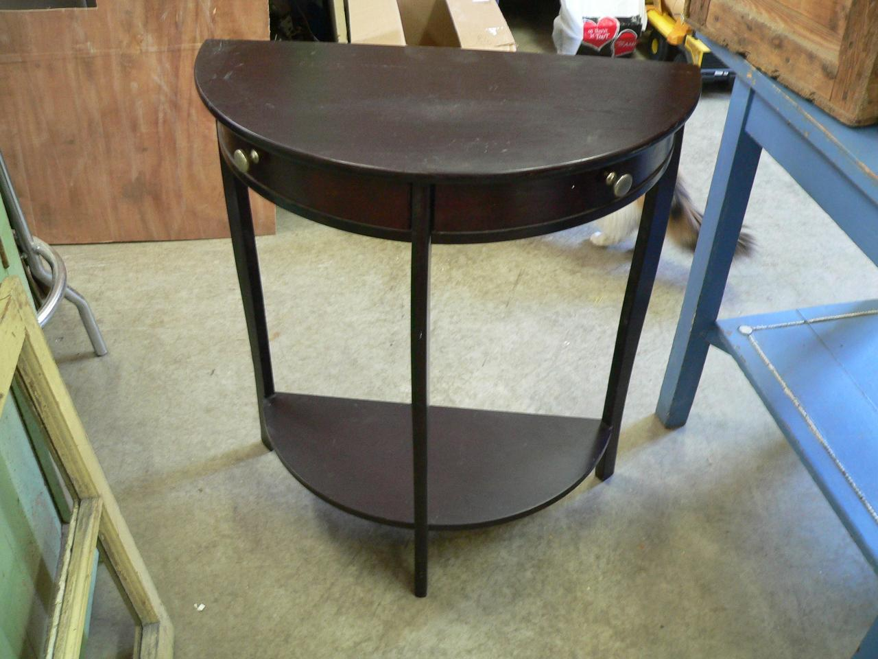 Table console # 1143