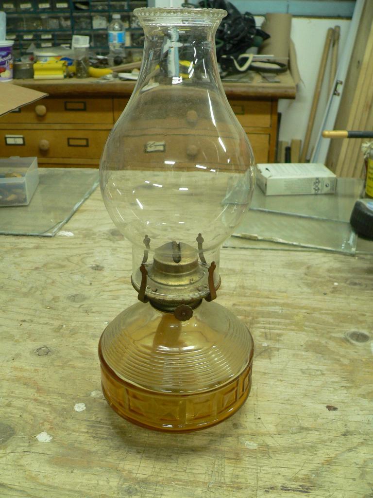 Lampe a l'huile jaune # 1268