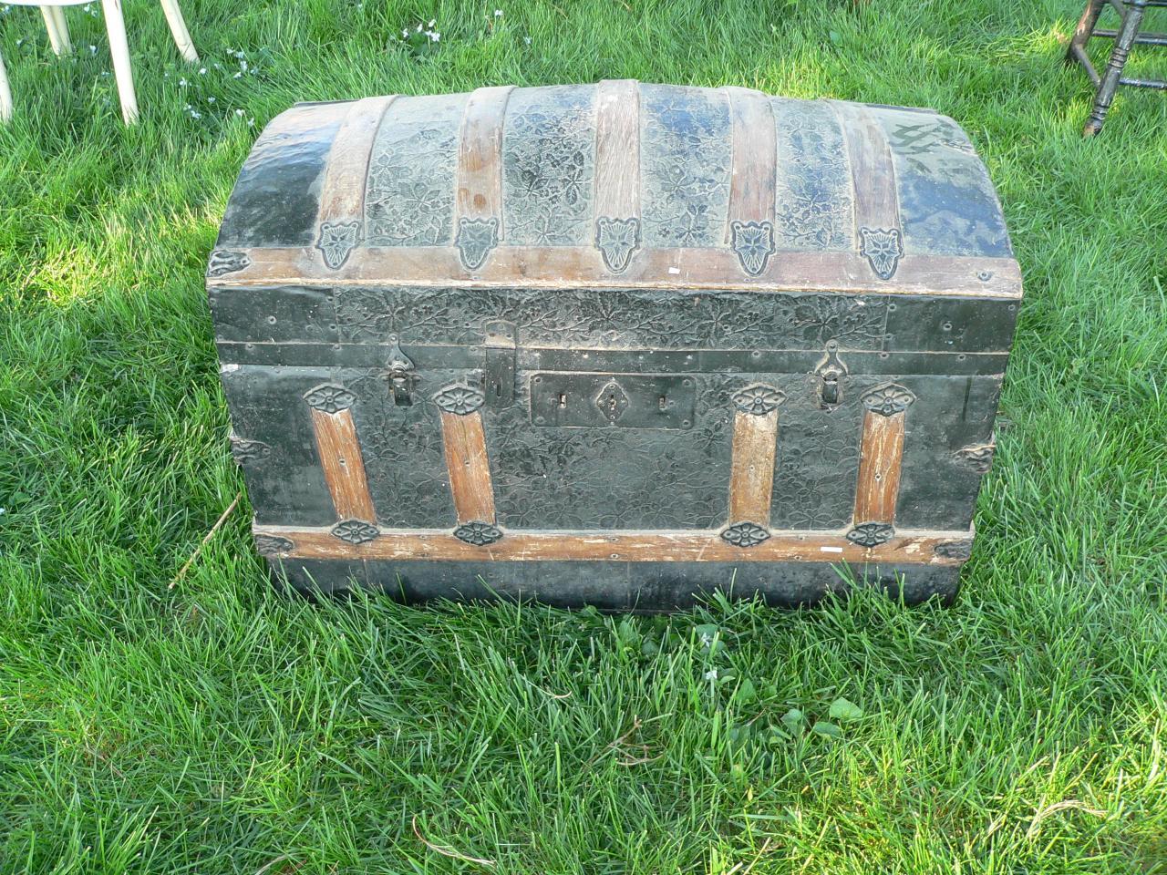 Coffre bombé antique #2102