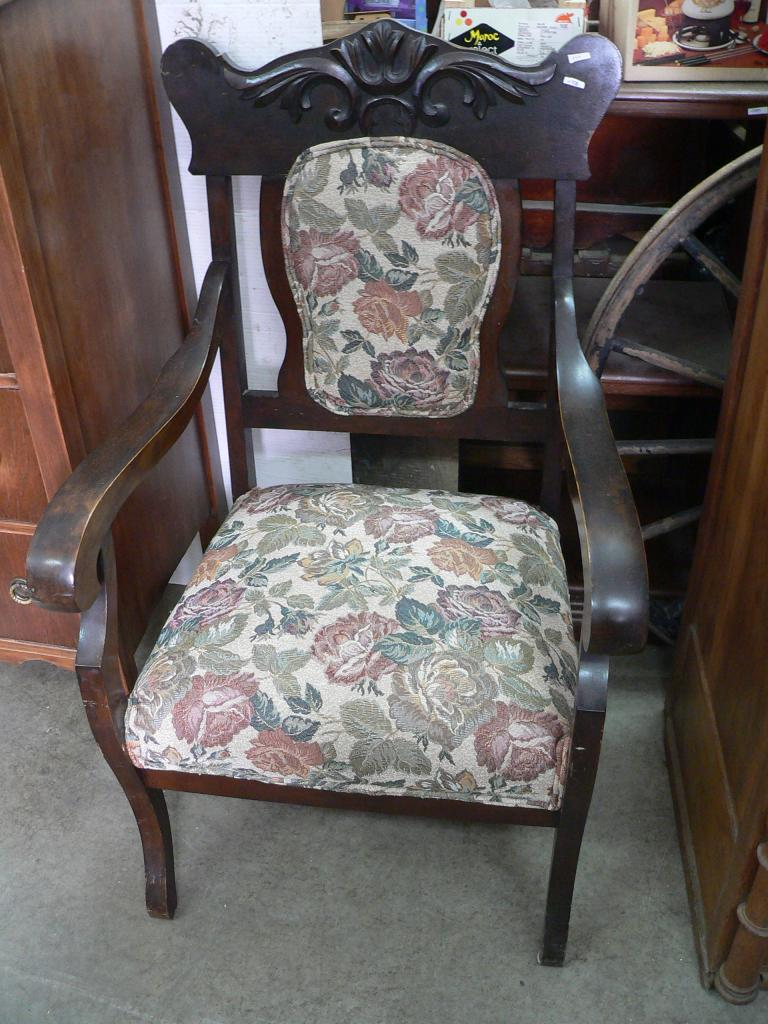 Chaise antique # 255