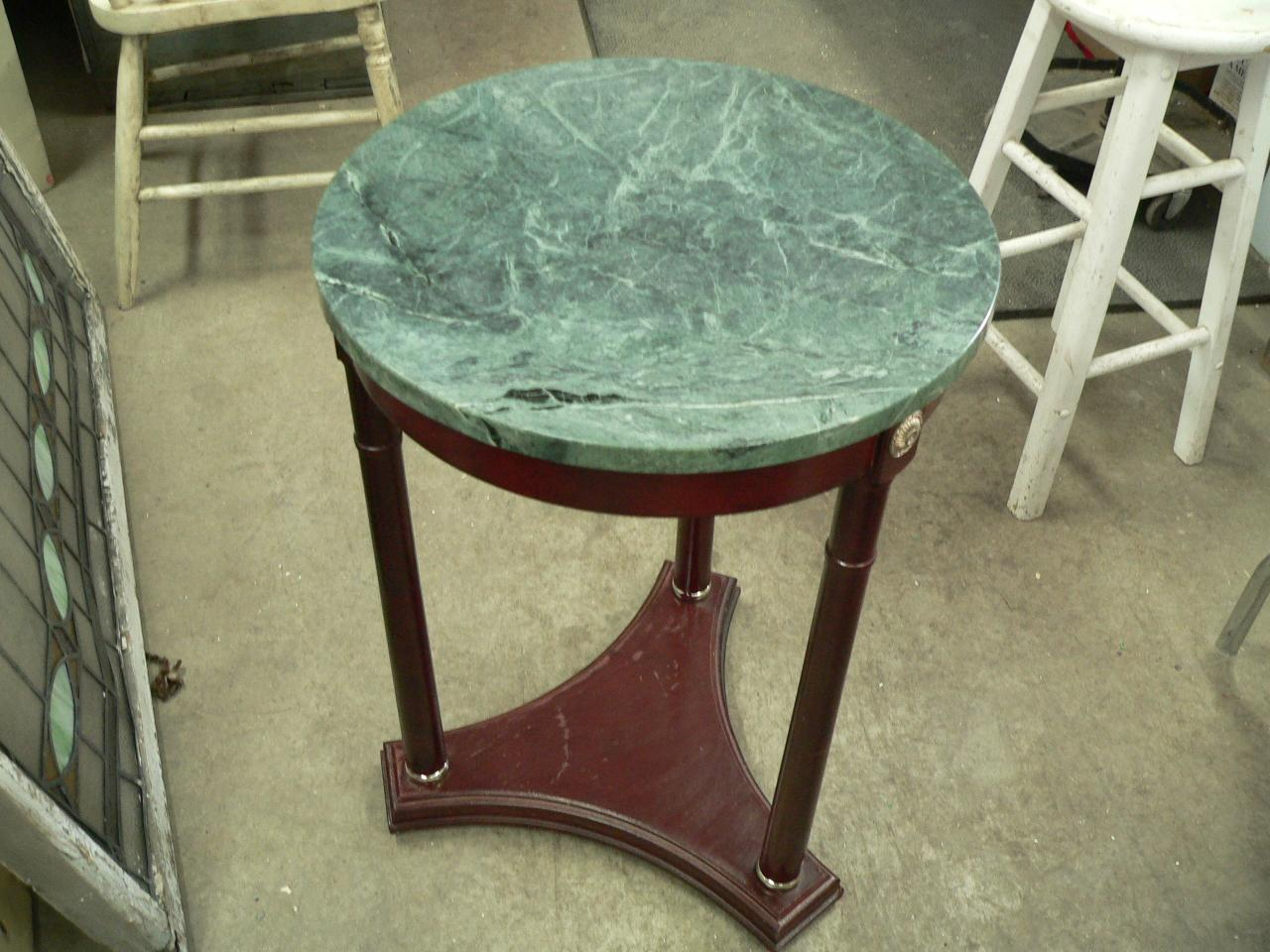 Table d'appoint # 3799
