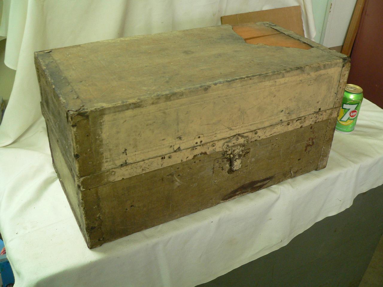 Petit coffre antique # 4023