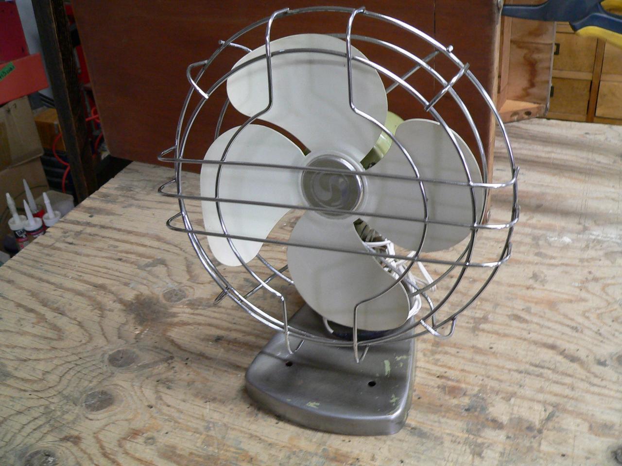 Ventilateur vintage en métal # 4560