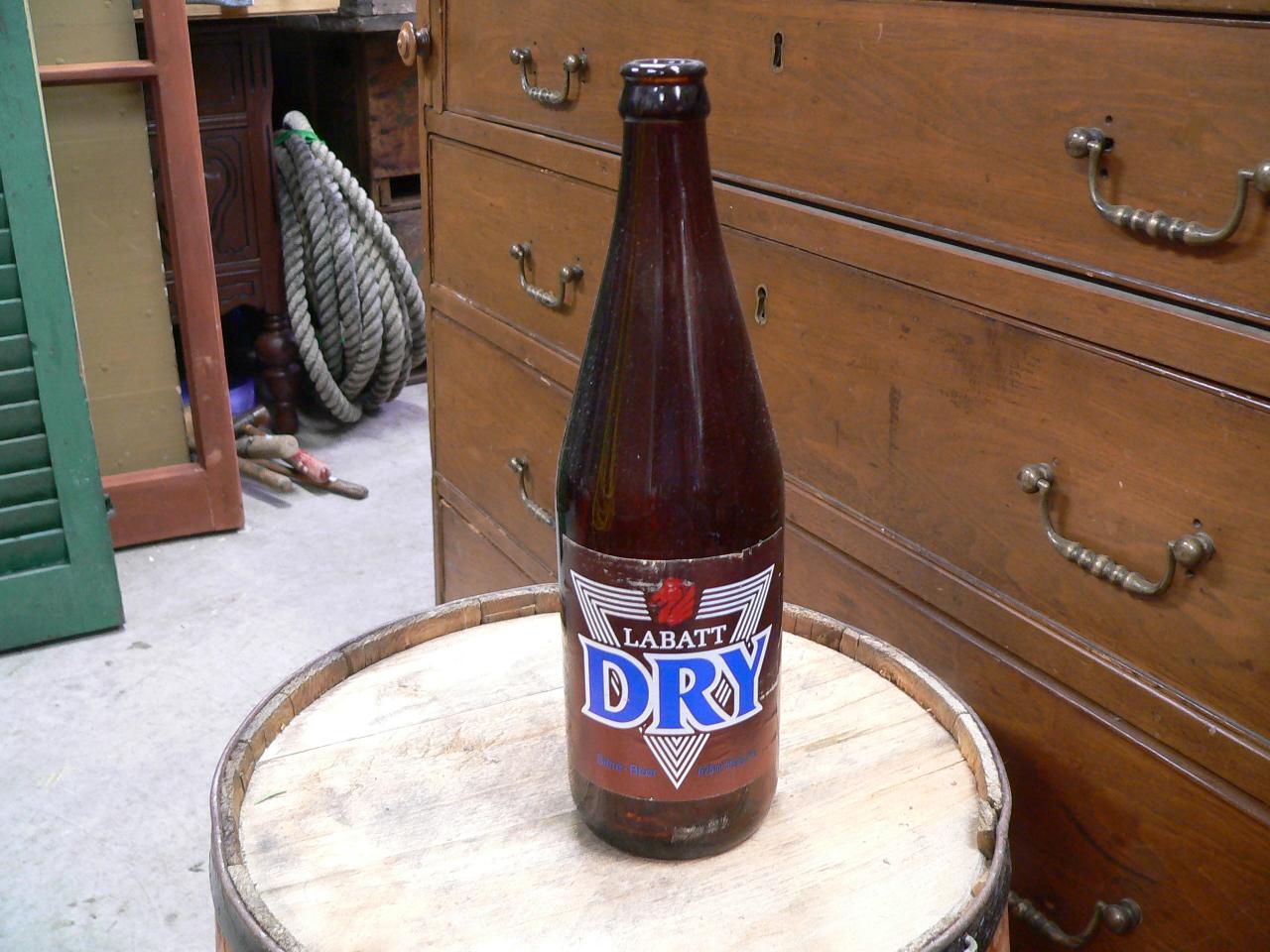 Grosse bouteille biere labatt dry # 4705.3