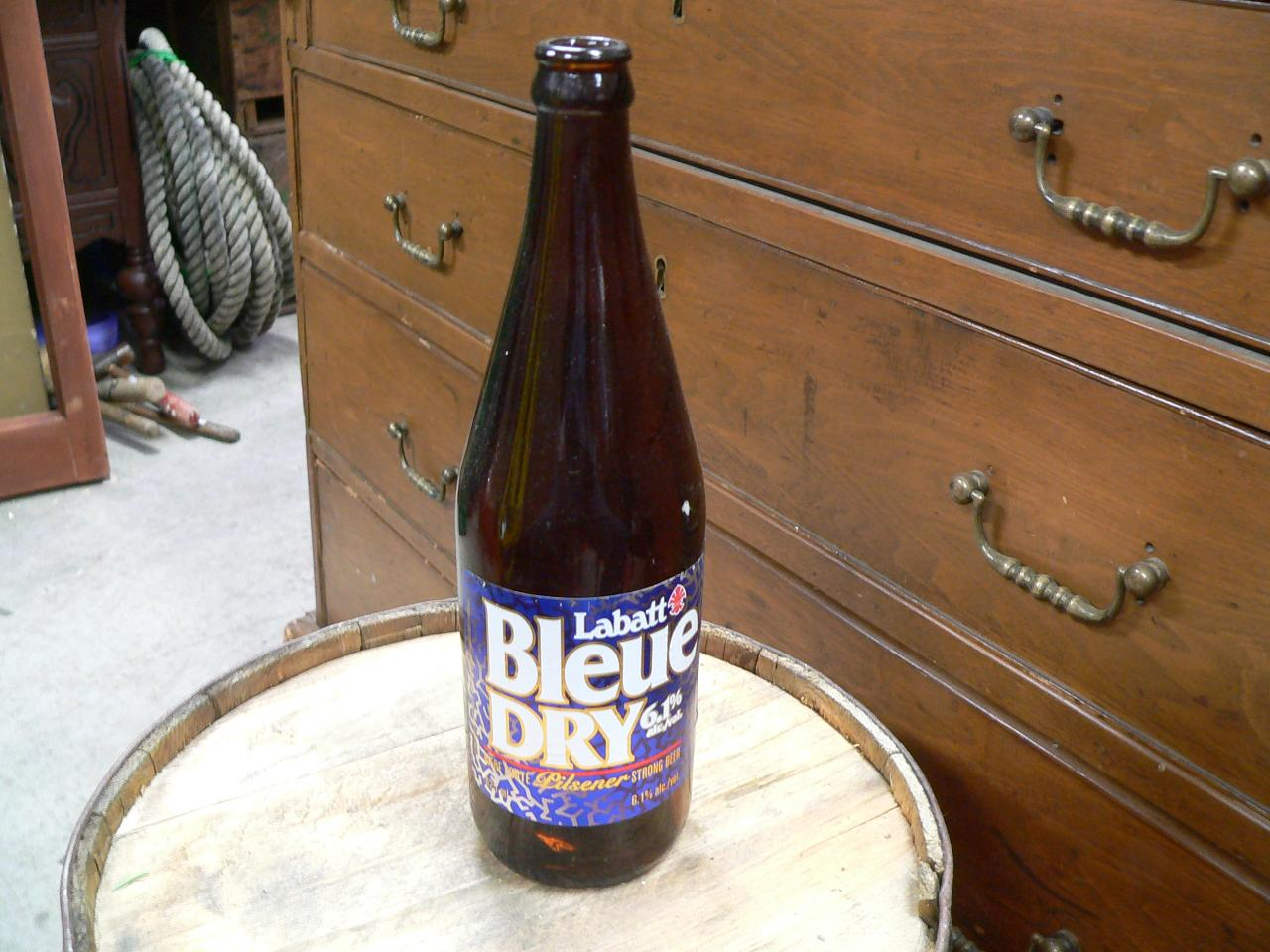 Grosse bouteille biere labatt bleu dry # 4705.4