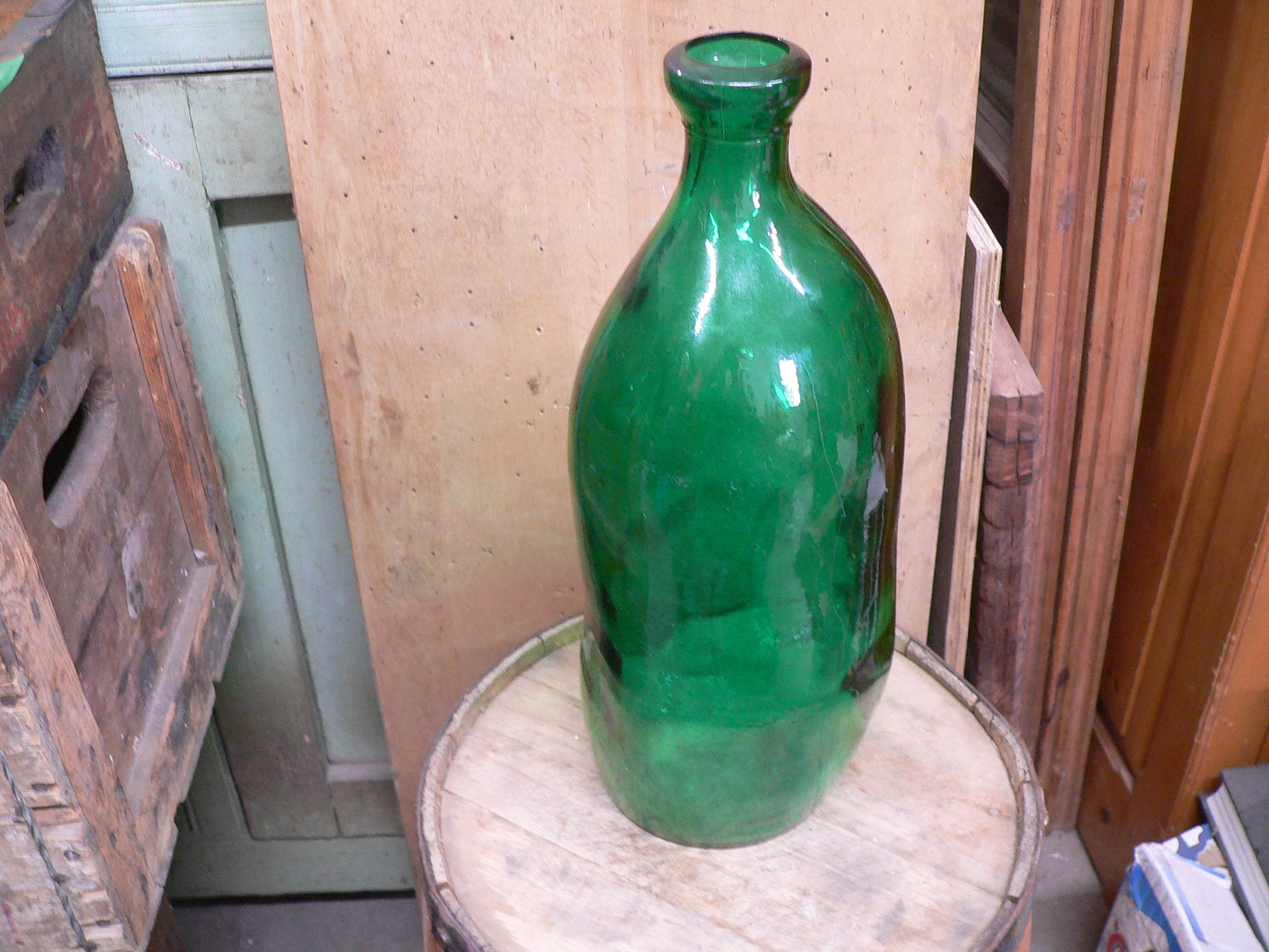 Grosse bouteille en verre vert # 5600.2