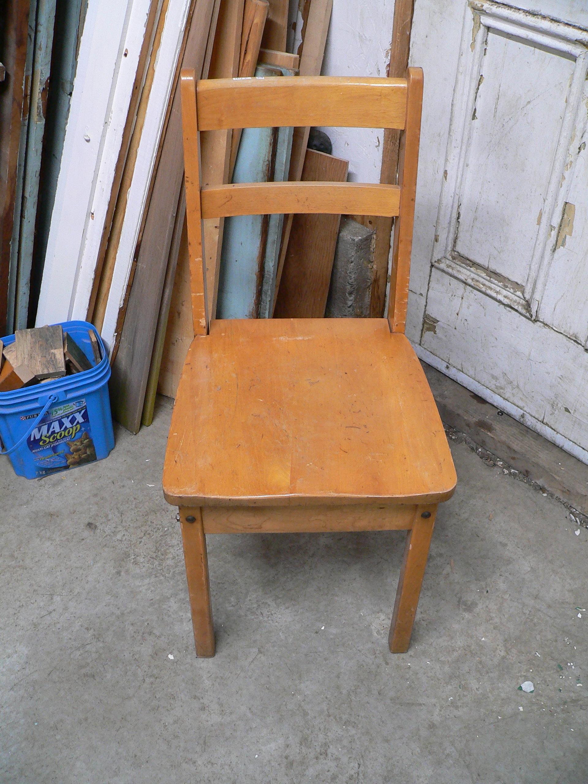 Chaise antique # 5892.21