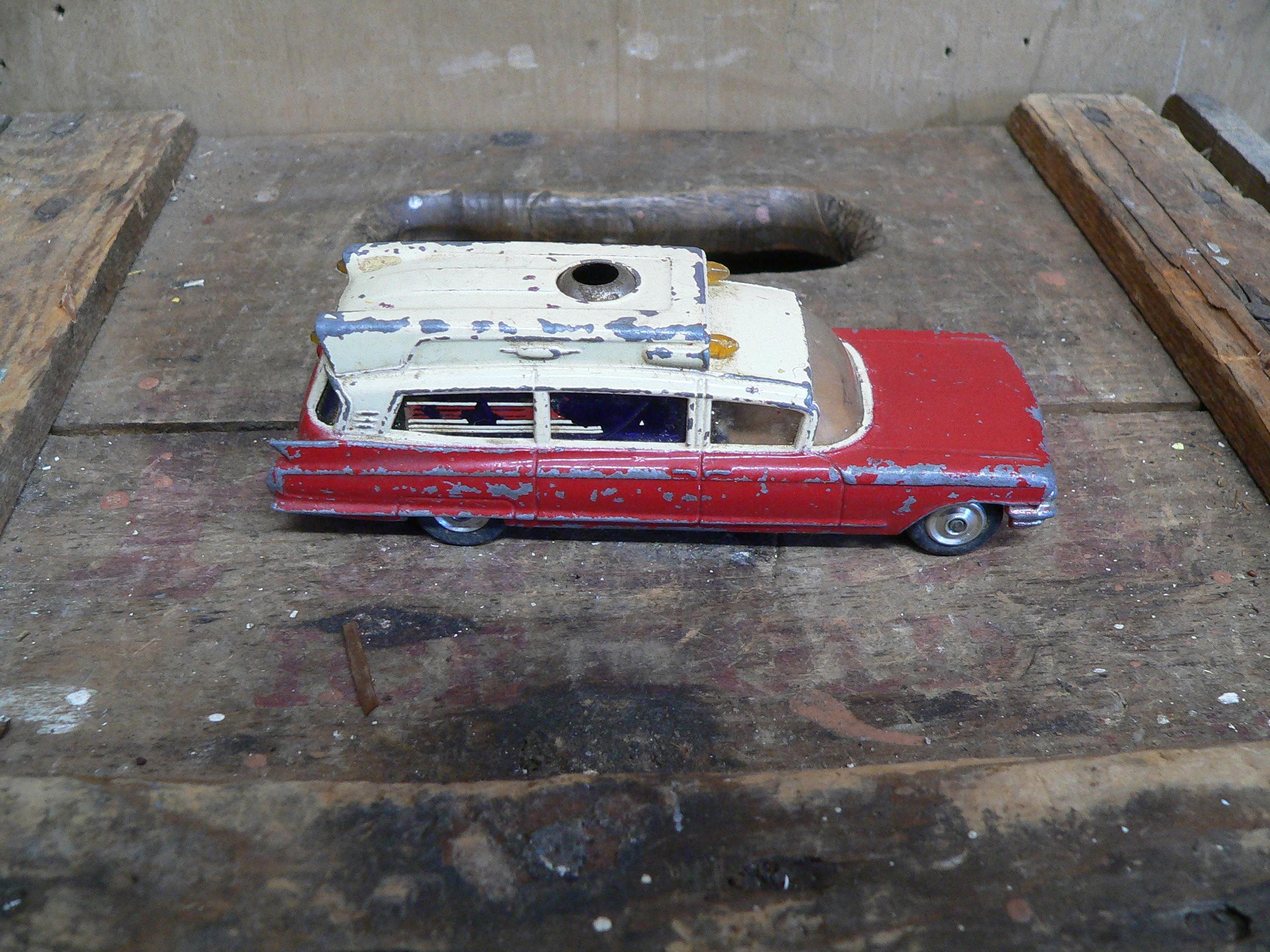 Cadillac supérior ambulance # 5923.3