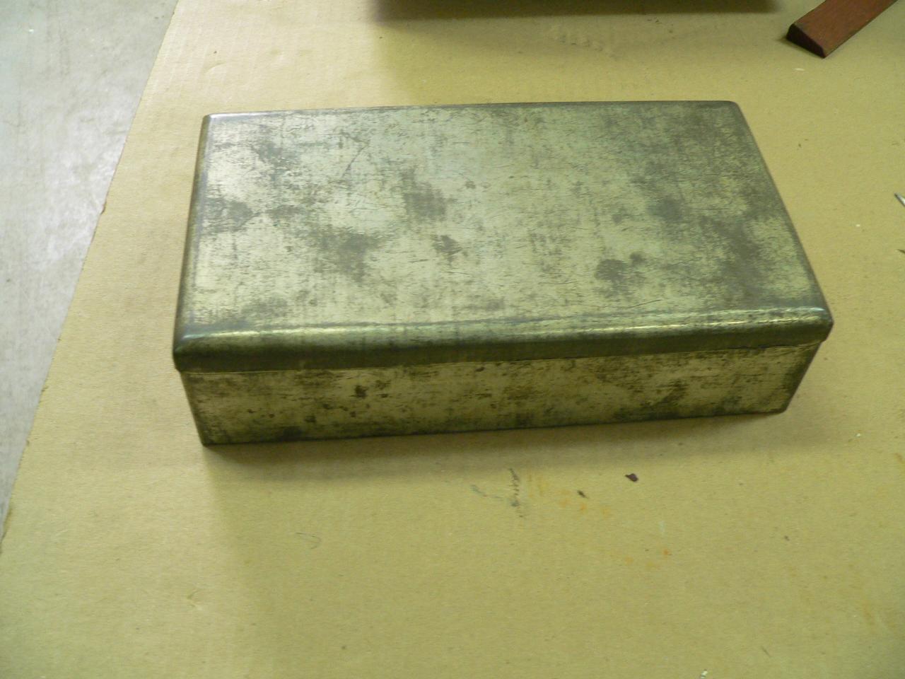 Vieille boite en métal # 2968.2