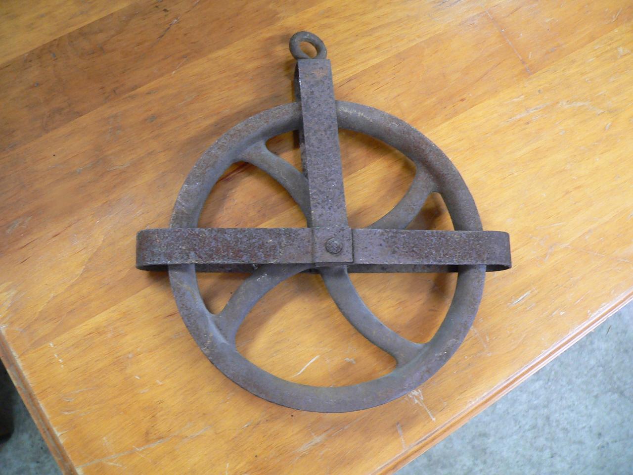Poulie antique en métal # 4234