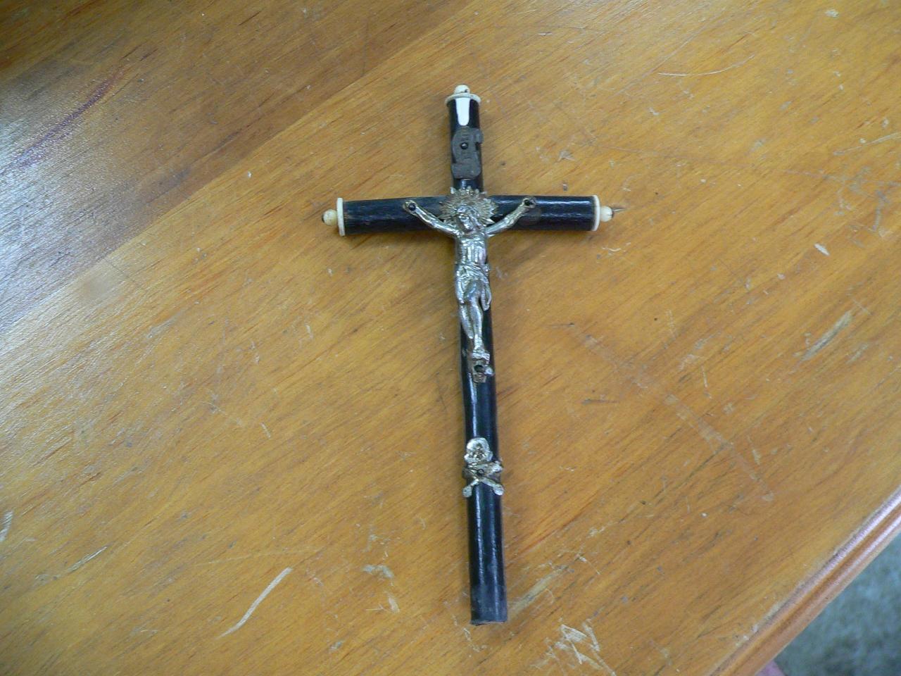Drôle de croix en bois #4311