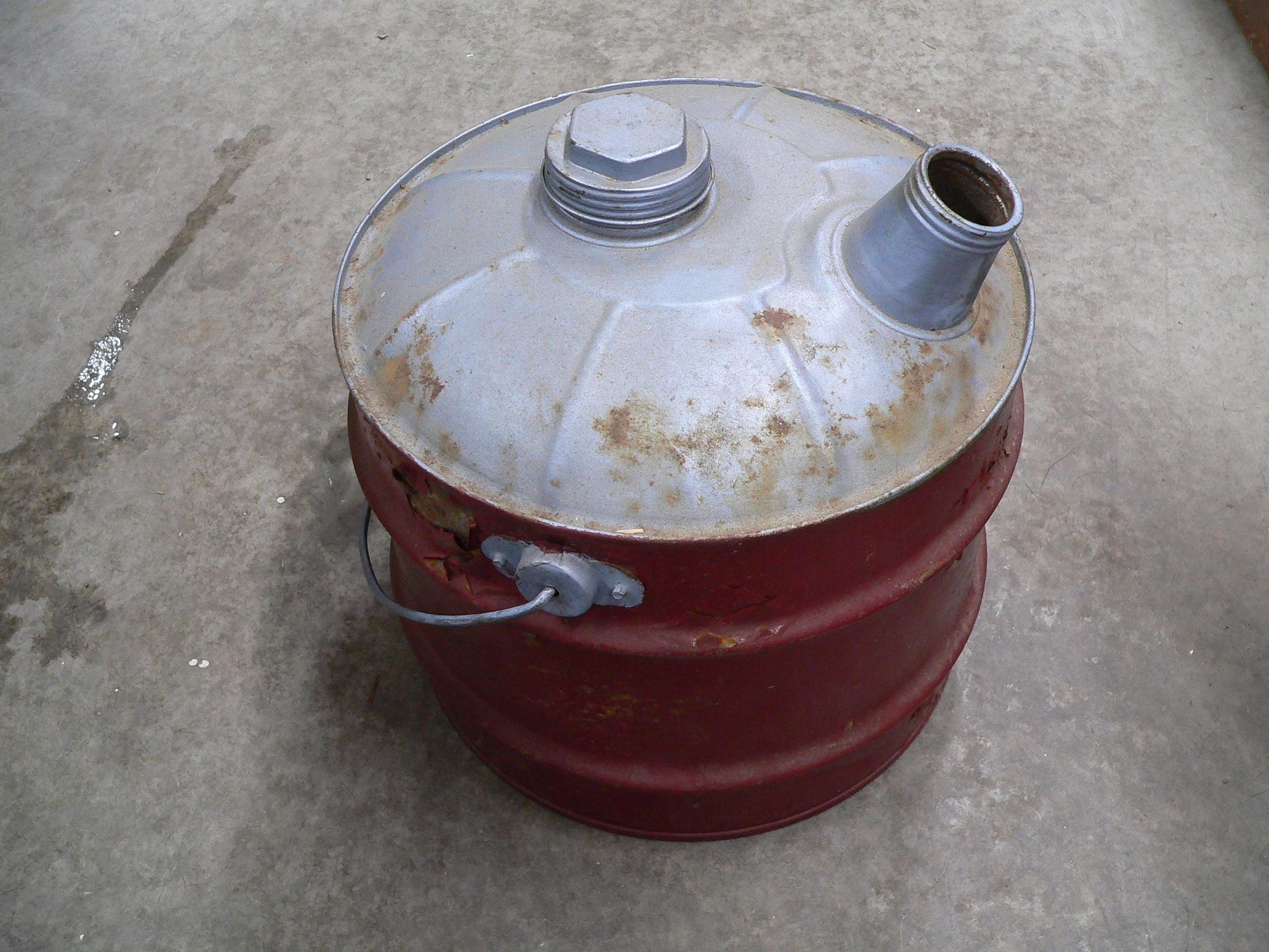 Bidon d'essence antique avec poignée en bois # 5114