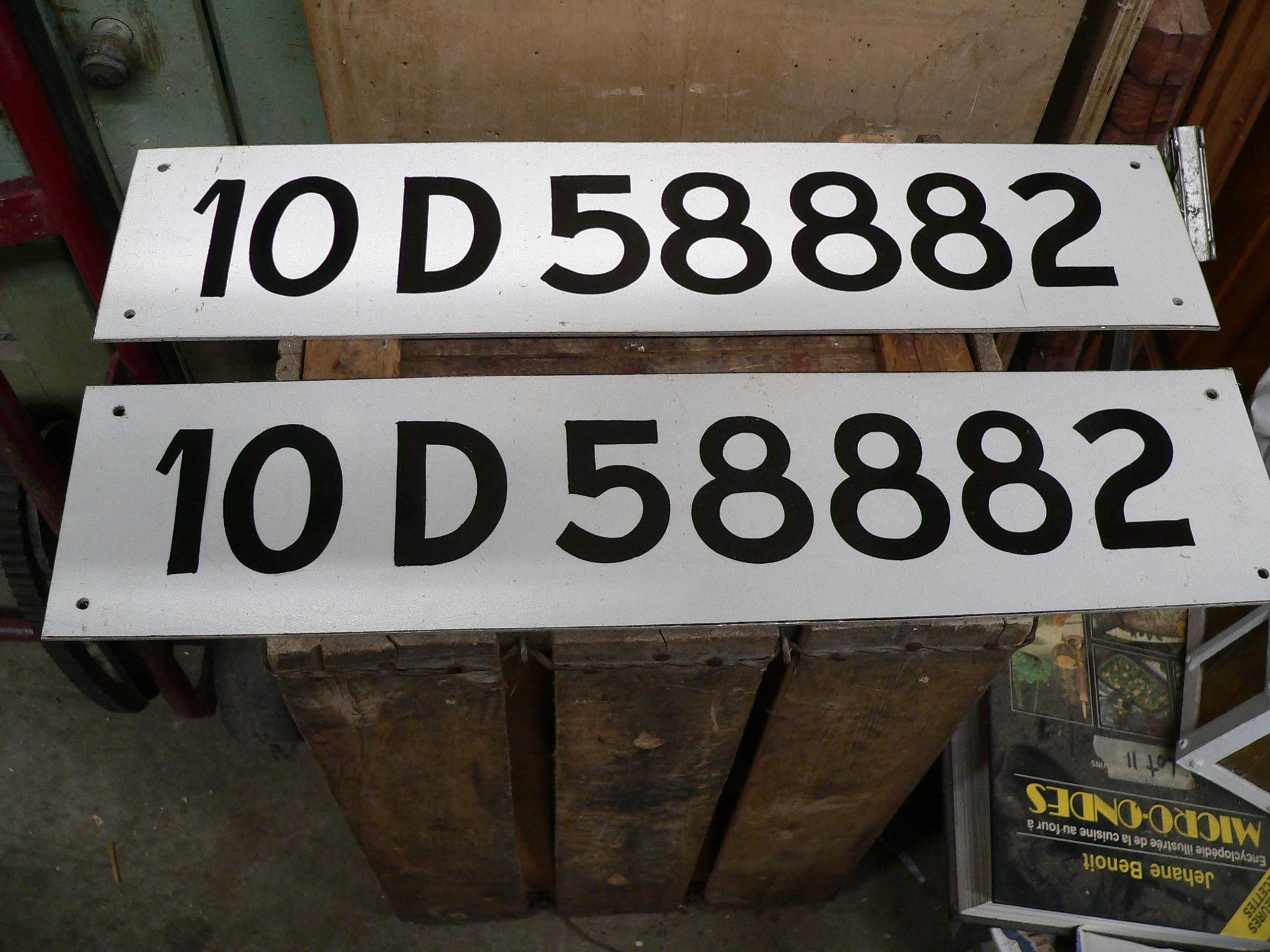 Paire de numéro d'enregistrement de bateau vintage # 5882.10