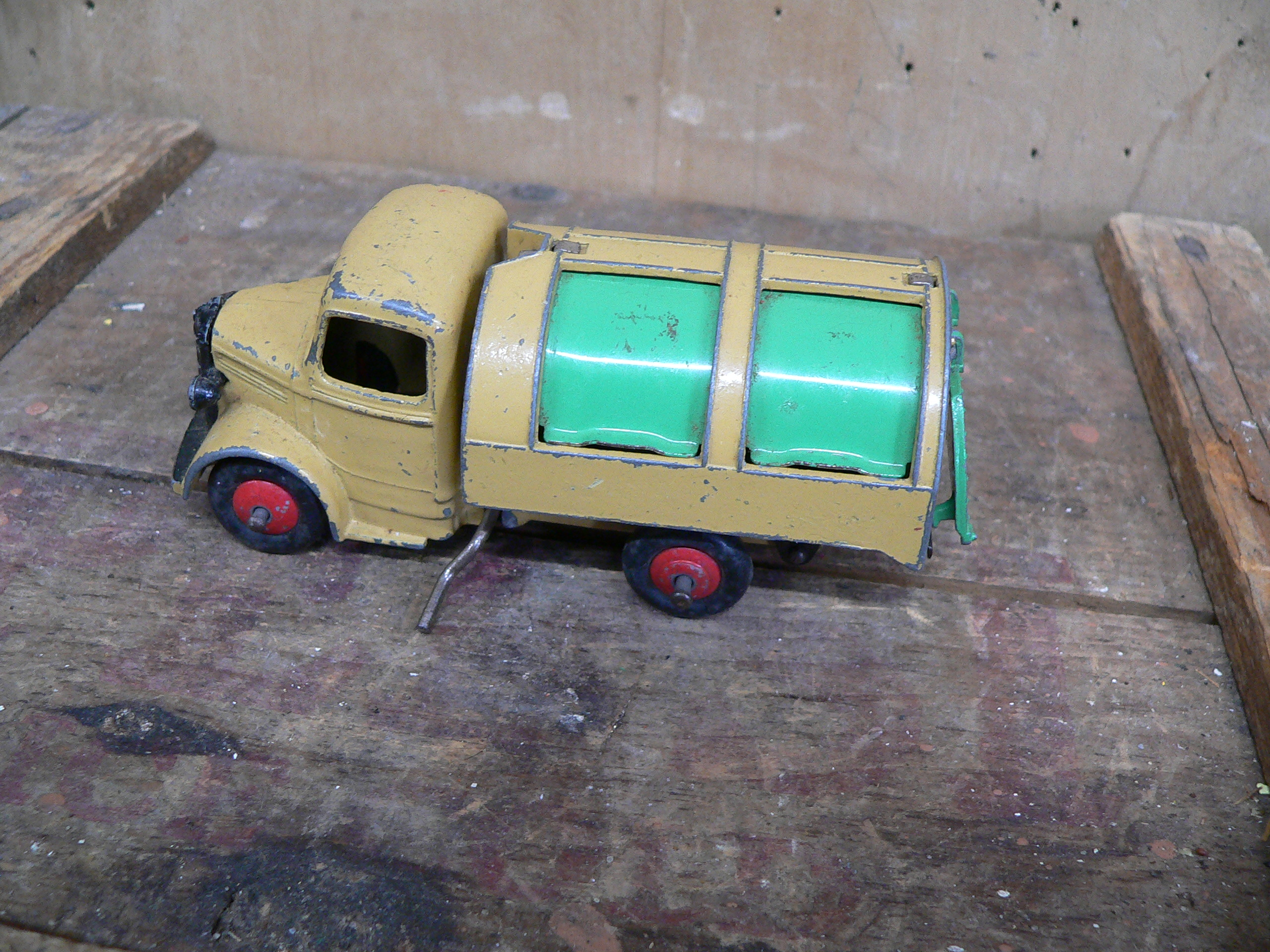 Camion bedford refuse wagon # 5923.26