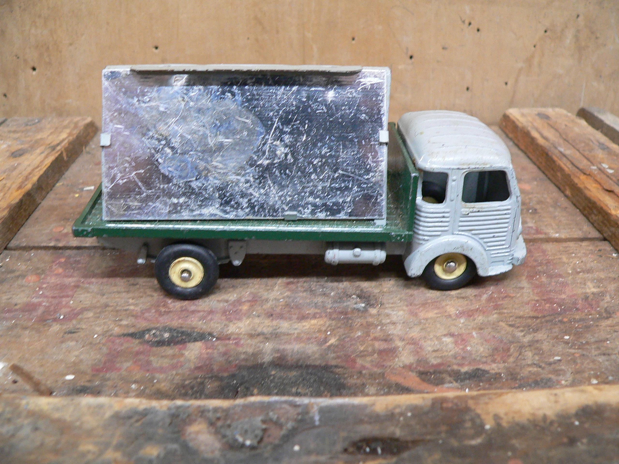 Camion miroitier simca cargo # 5923.27