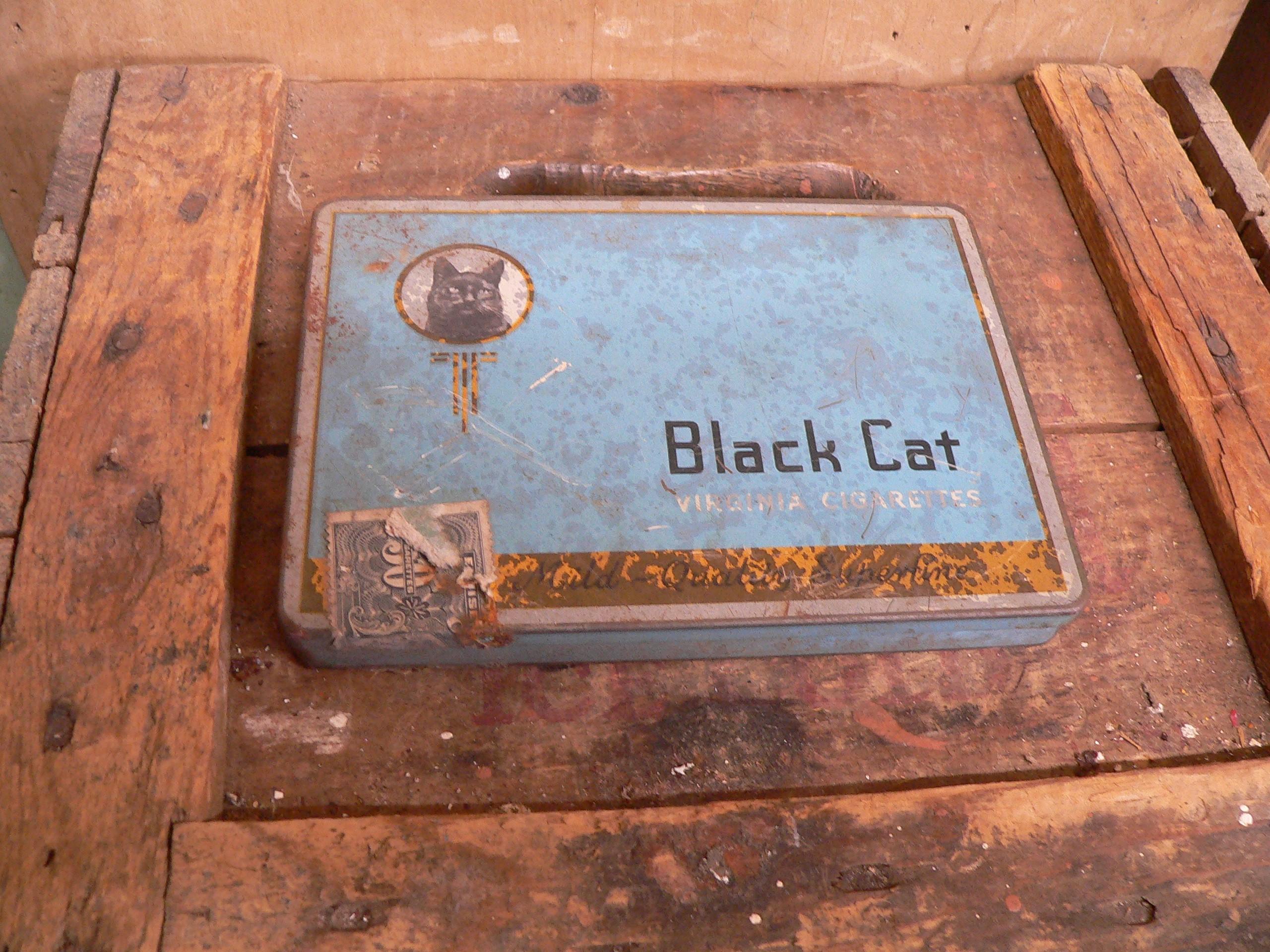 Boite de cigarette black cat # 6243