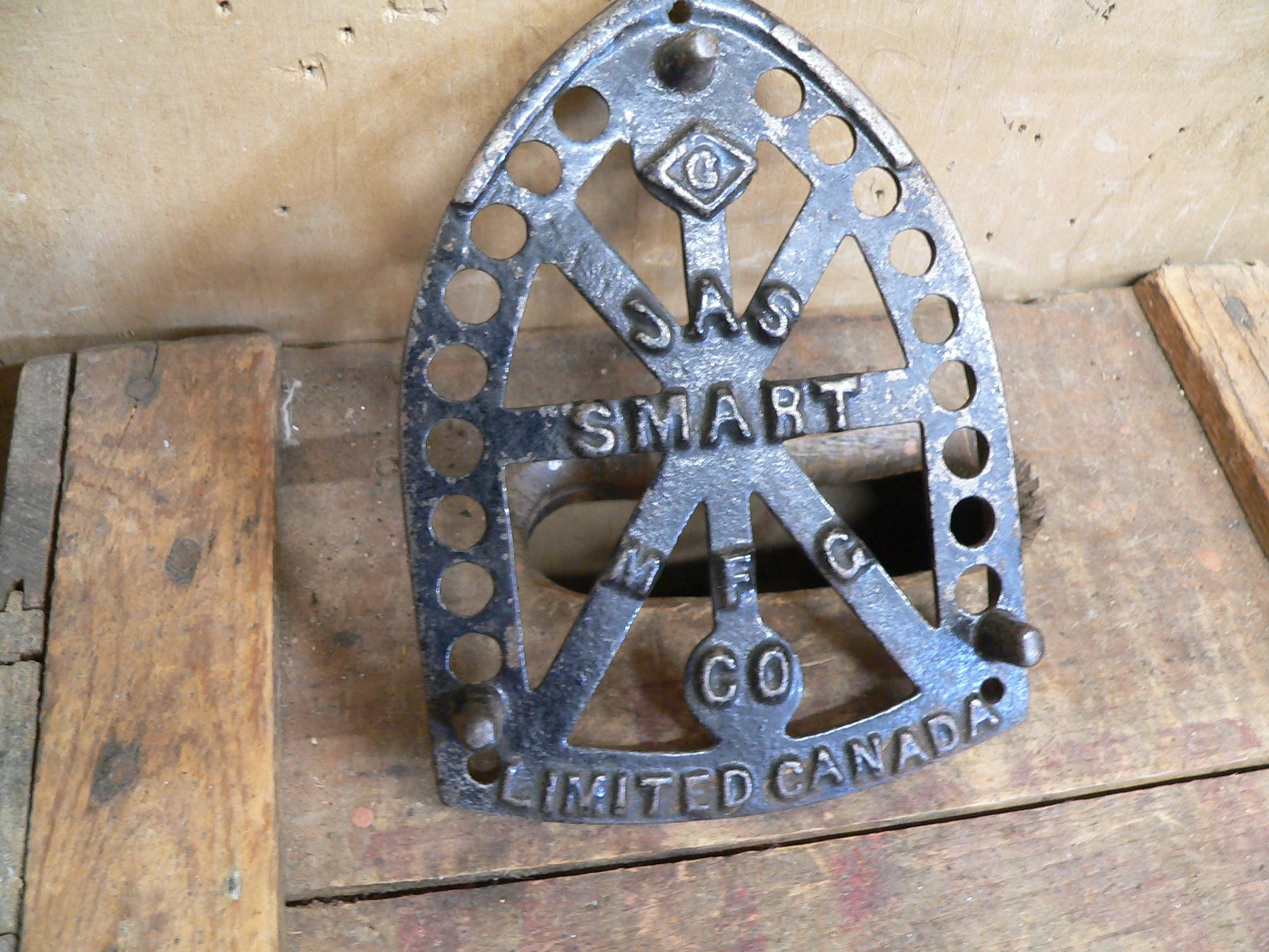 Base de fer a repasser antique # 6381.8
