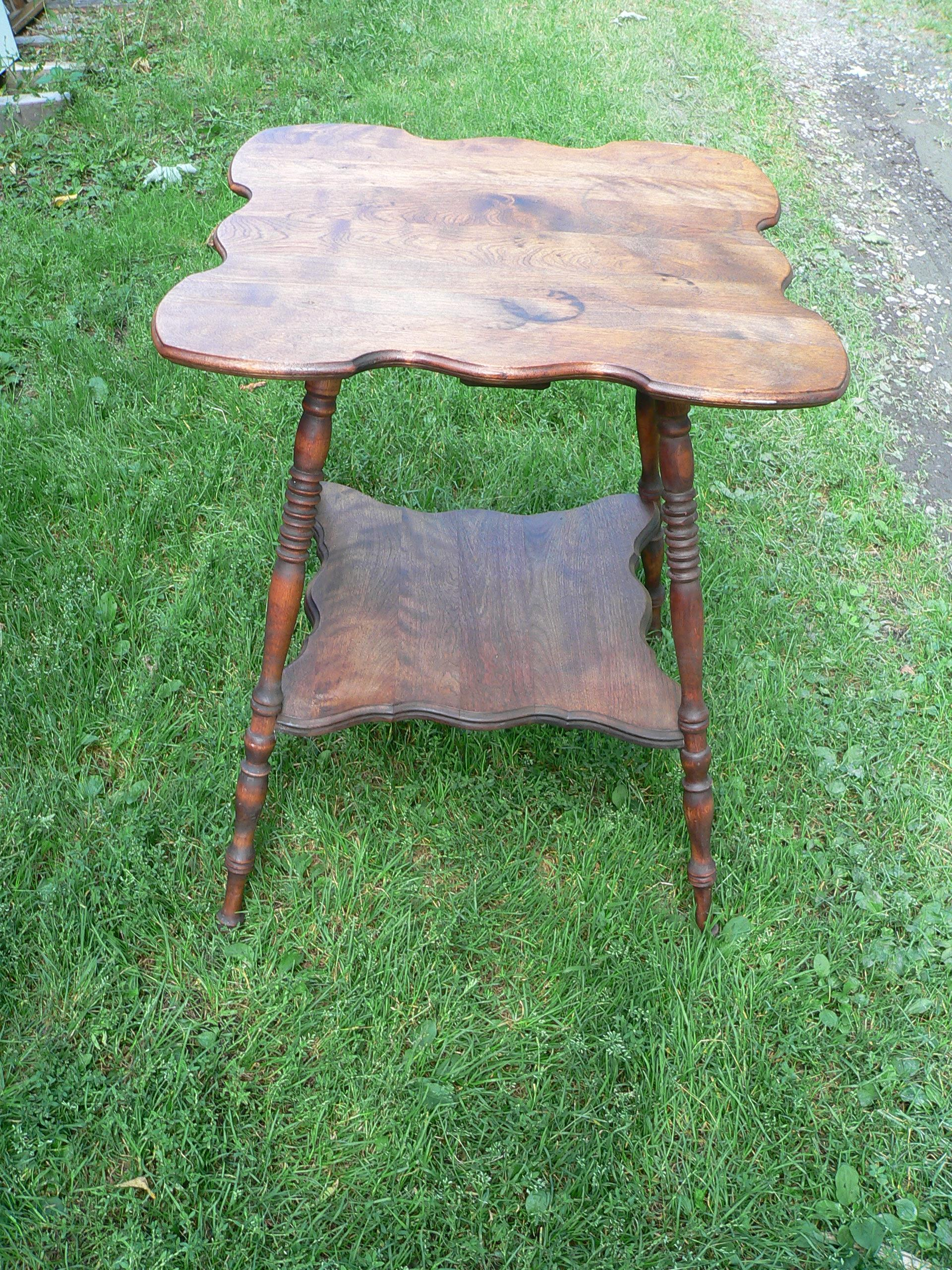 Table antique # 6536