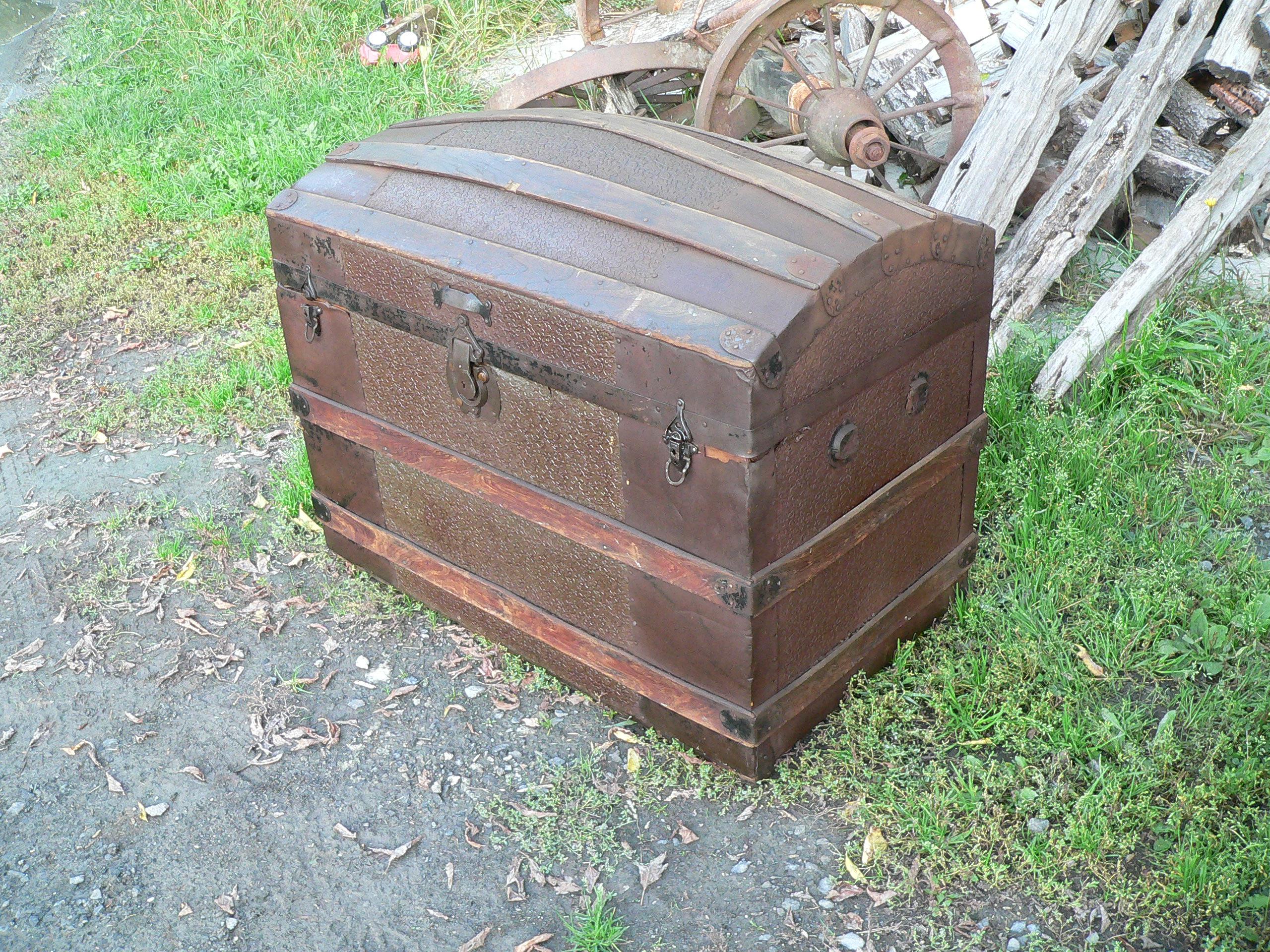 beau coffre antique bombé # 6714