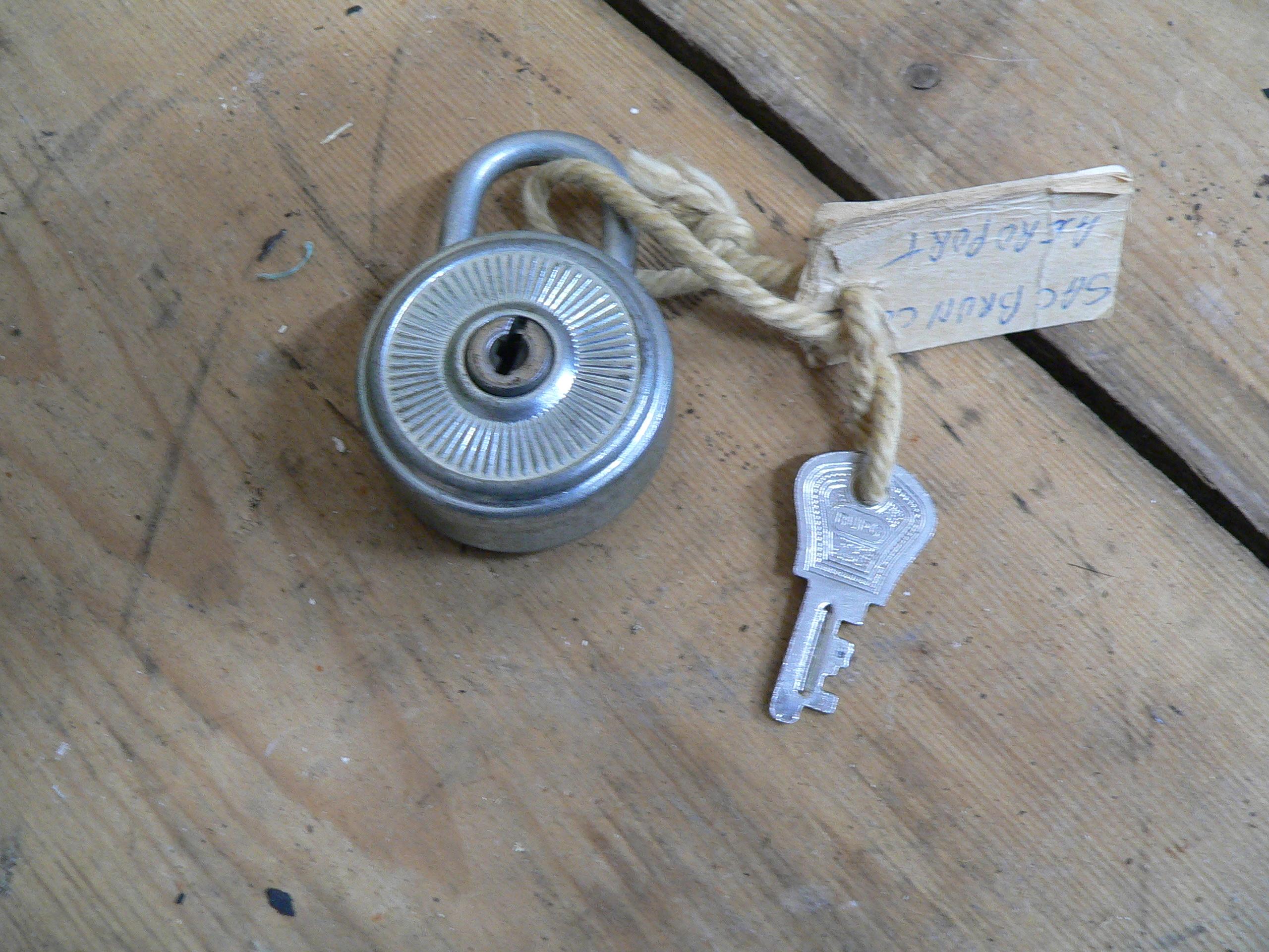 cadenas antique deponiert . burg # 6777.2