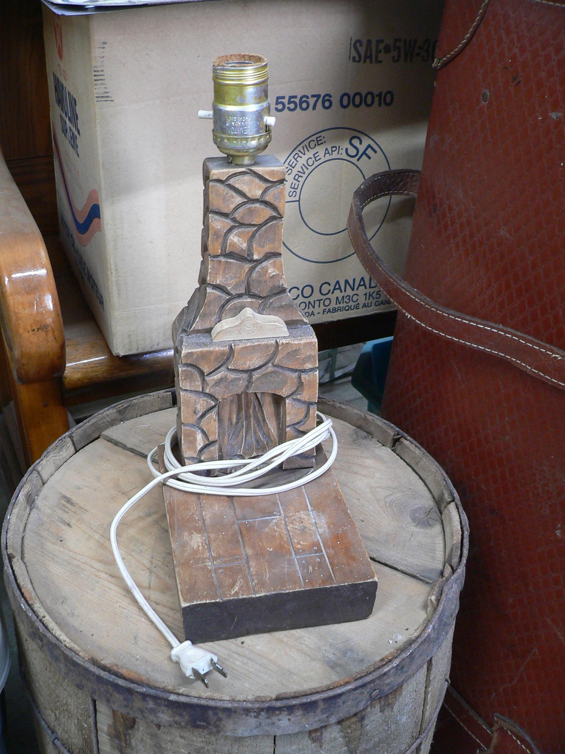 Lampe en bois sculpter vintage # 7265.34
