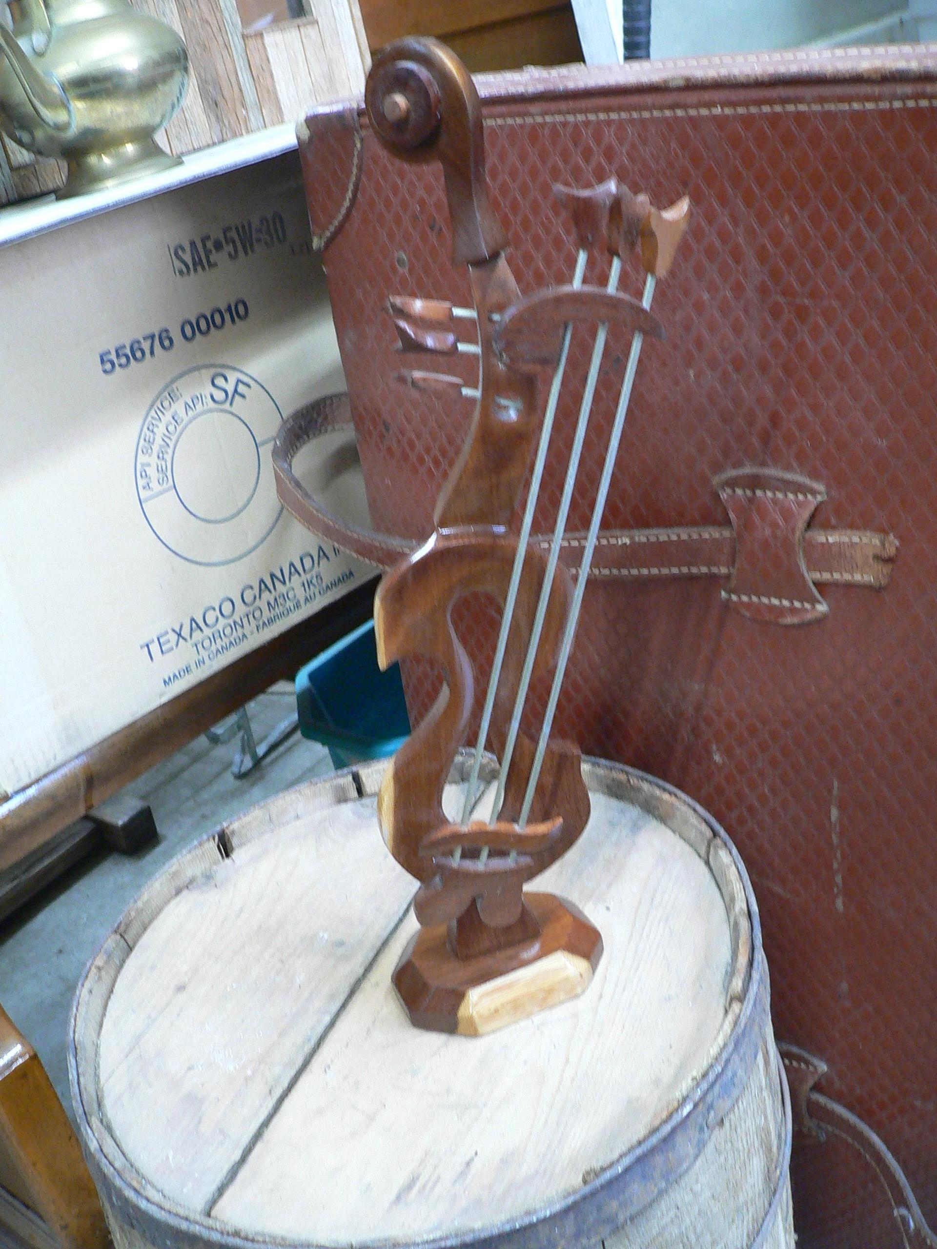 Bibelot violon en bois # 7265.53