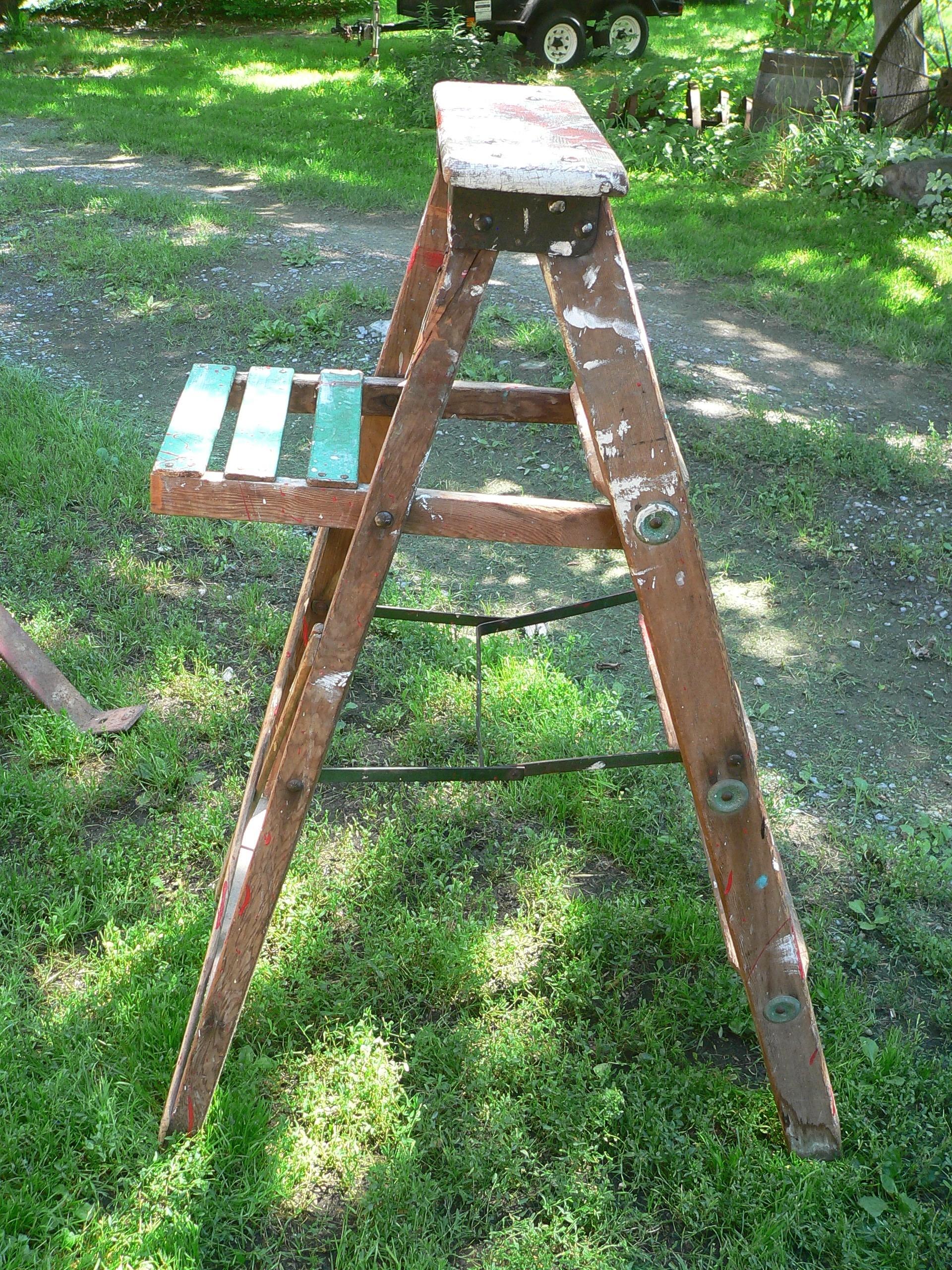 Vieille escabeau de bois antique # 7386