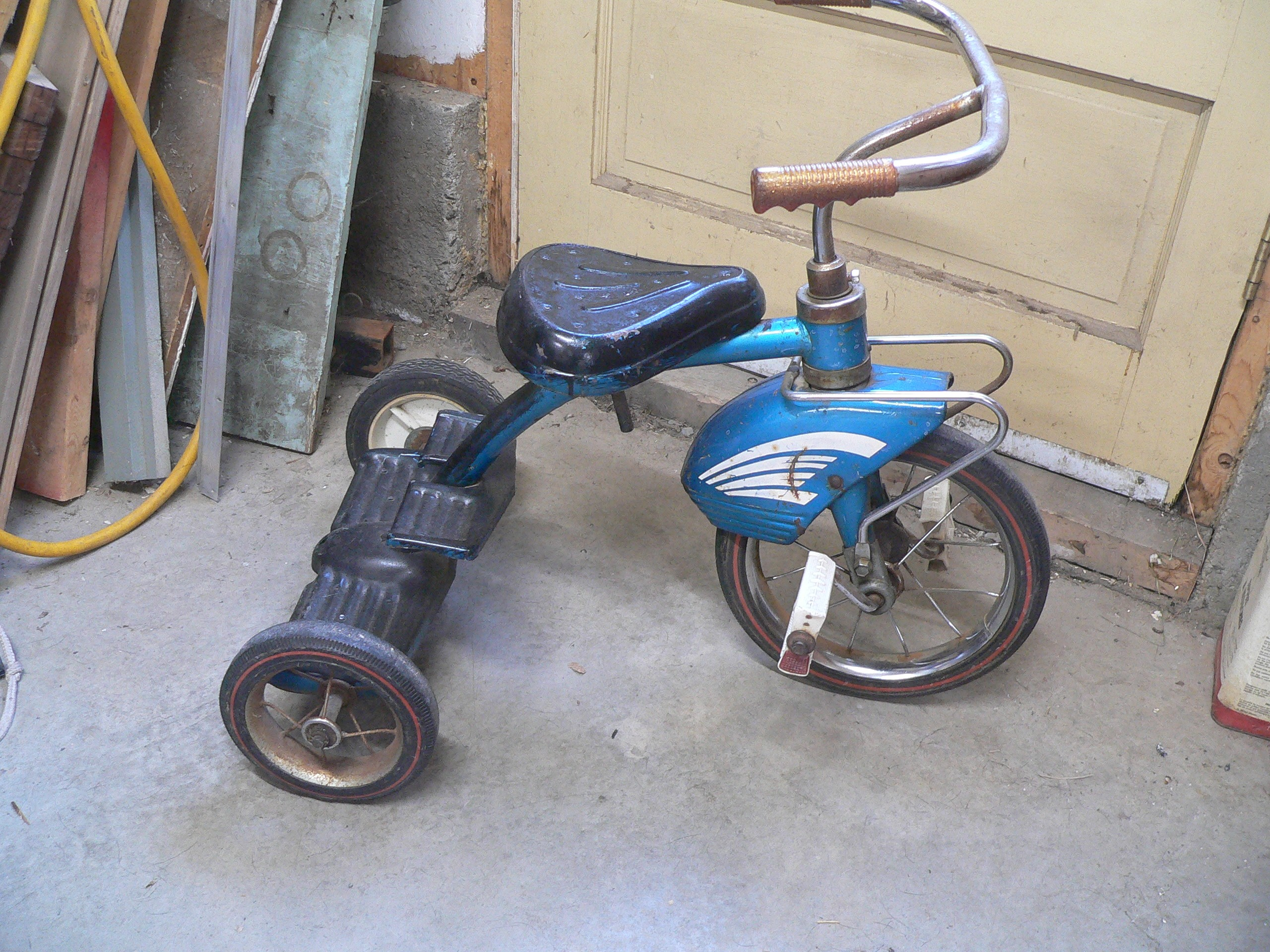 Tricycle antique # 7444