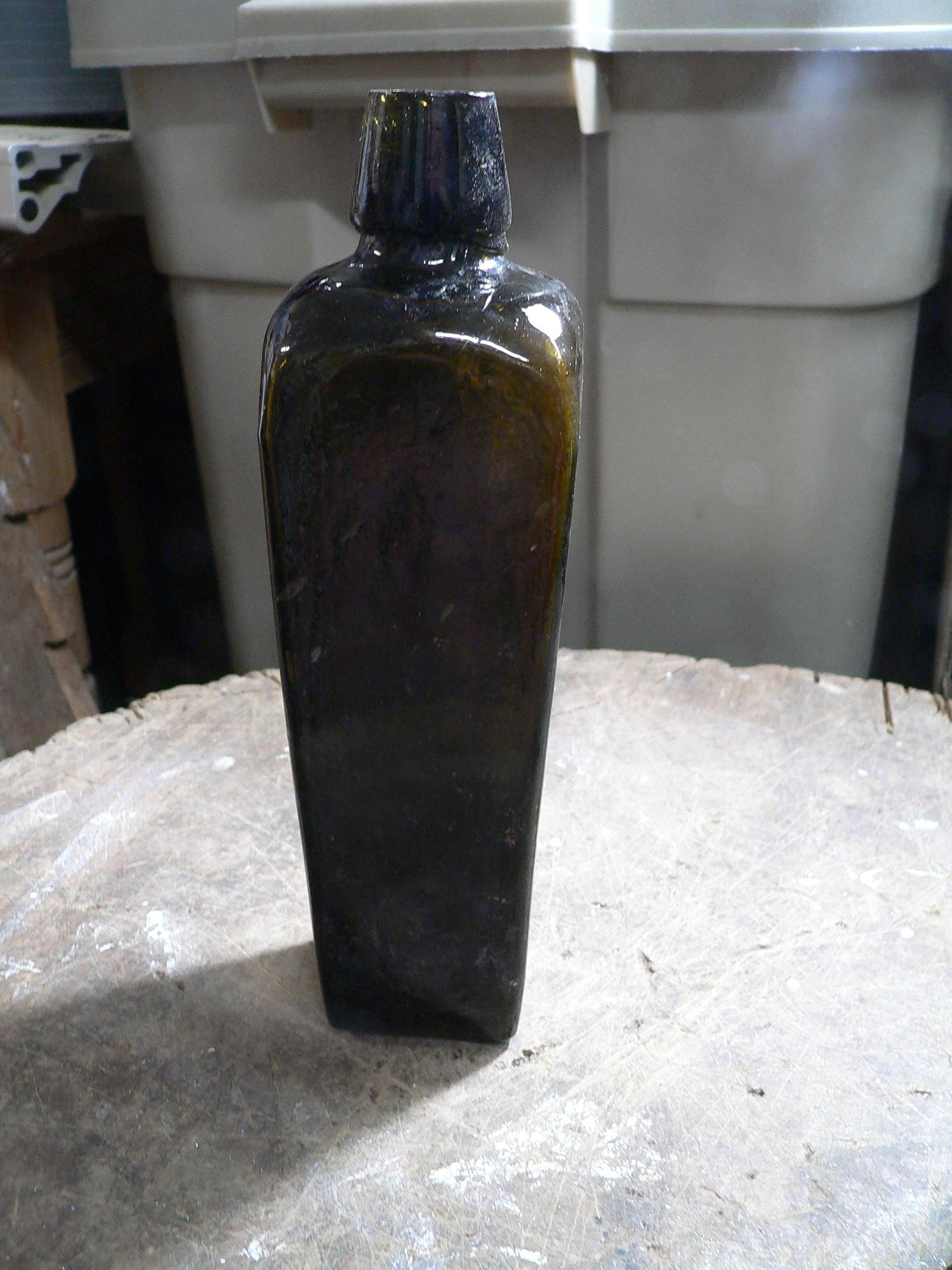 Bouteille antique de gin 4 épaule # 7484.39