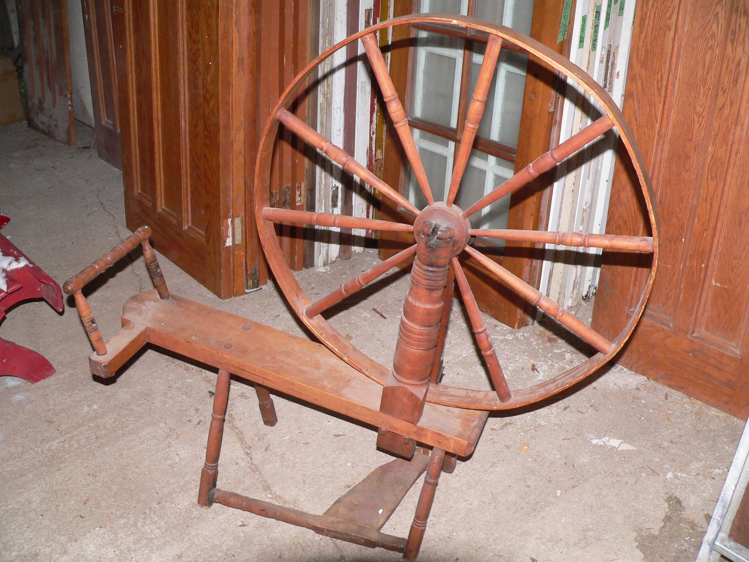 Beau rouet antique # 8144.1
